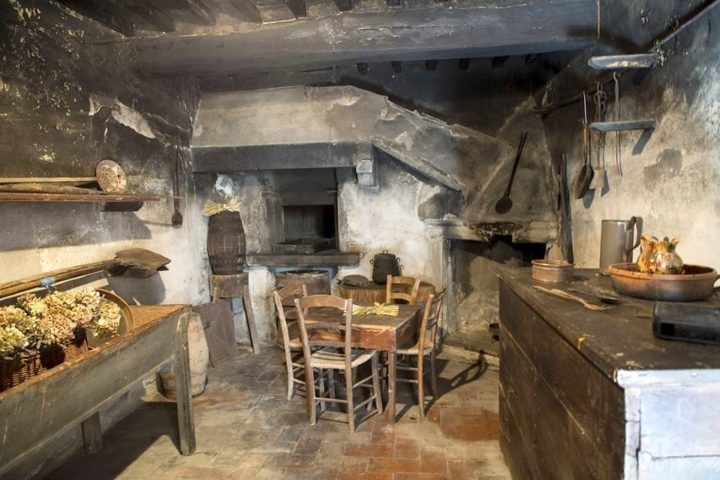 Bosco_Frati-old_kitchen