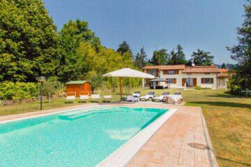 villa with pool mugello